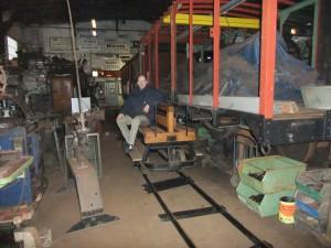 Feldbahngleise im Lokschuppen