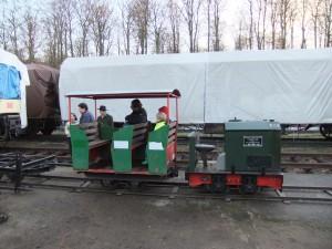 Feldbahn-GmP auf provisorischen Gleisen