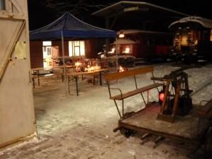 Glühweinstand und Draisine am winterlichen zweiten Weihnachtstag 2010