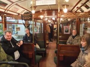 Hochbahnwagen 11 von innen, Blick von der 2. in die 3. Klasse