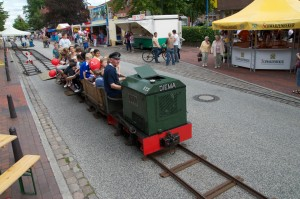 Claus fährt Feldbahn in Schwarzenbek