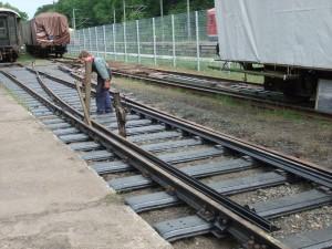 Clemens beim Weichenbau in Gleis 11 am 29. Mai 2011