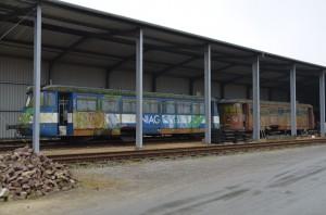 Die beiden MAN-Triebwagen vor dem Zerlegen