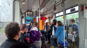 In einer modernen Straßenbahn von 2001