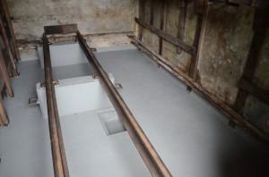 Neue Isolierung auf dem Betonboden im sogenannten Feldbahntunnel