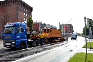 Auf dem Weg zum Schönberger Strand passiert der Wagen seinen ehemaligen Betriebshof Kiel Gaarden (Photo von Jürgen Branat)