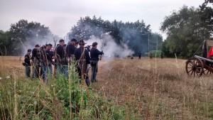 Die Soldaten bekämpfen die Räuber