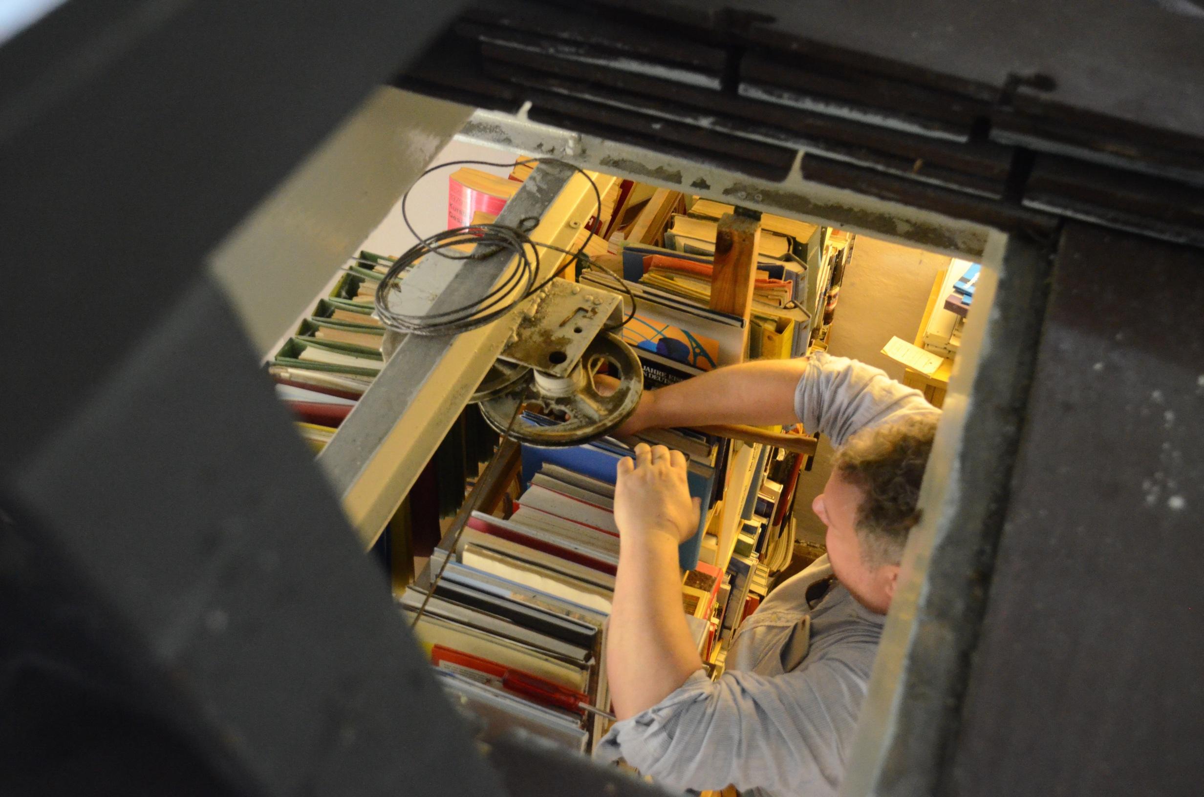 Umbau der Umlenkrolle des Signalstelldrahtes