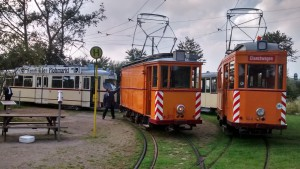 Die Kieler Arbeitswagen 353 und 354 mit den Personenwagen 80 und 241 in der Südschleife.