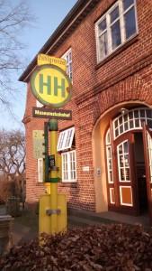 "Straßenbahnhaltestelle ""Museumsbahnhof"""