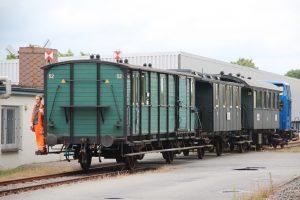 Nach Umsetzen des Zuges im Franzosengleis wurde der Museumszug in den Bahnhof Schönberg zurückgedrückt. (MaBo-Photo)