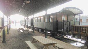 Unser Museumszug überwintert am Bahnsteig und die Wintersonne ist photographisch kaum zu bändigen..